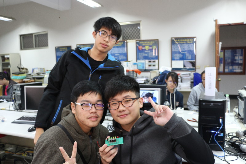 新闻主题:义大「电机」学长姐很会教 小港高中生玩翻arduino